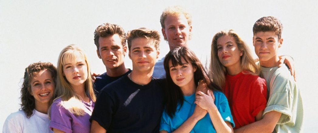 「飛越比佛利」主角群(左起)蓋布麗卡提爾斯、珍妮葛斯、路克派瑞、傑森普里斯萊、伊...