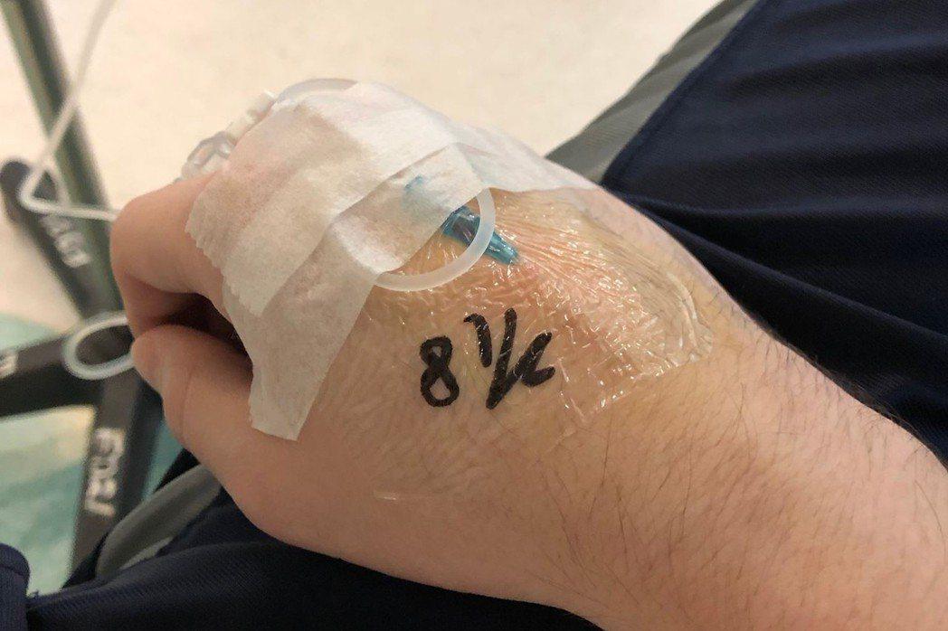 博凱文(Kevin Bozeat)日前在臉書詳述在台灣看病的經驗。 圖/擷取自K...