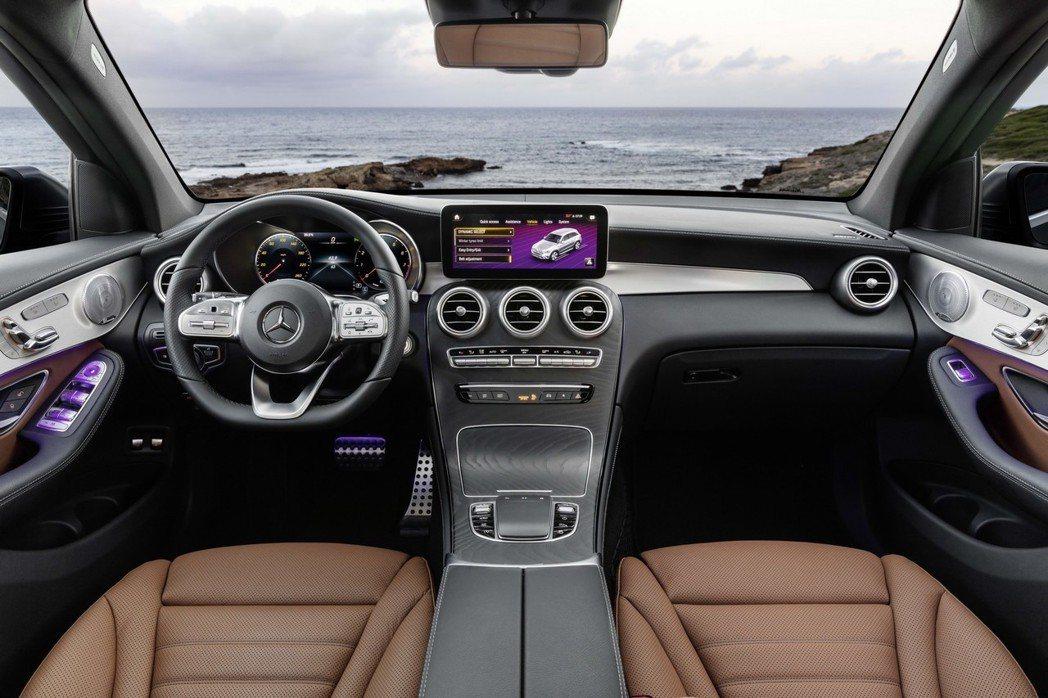 小改款Mercedes-Benz GLC內裝最大的特點,即是導入了最新MBUX多...
