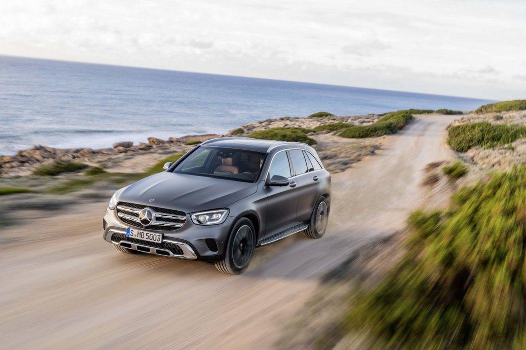小改款Mercedes-Benz GLC汽油動力車型結合了EQ Boost科技的48V Mild Hybrid輕油電混合動力系統。 摘自Mercedes-Benz