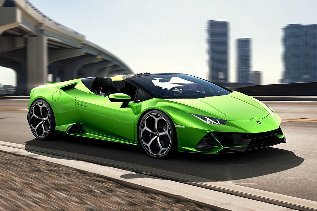 除了年初就公佈的小改款Lamborghini Huracan Evo外,在日內瓦車展則會進一步亮相敞篷版Huracan Evo Spyder。 圖/Lamborghini提供