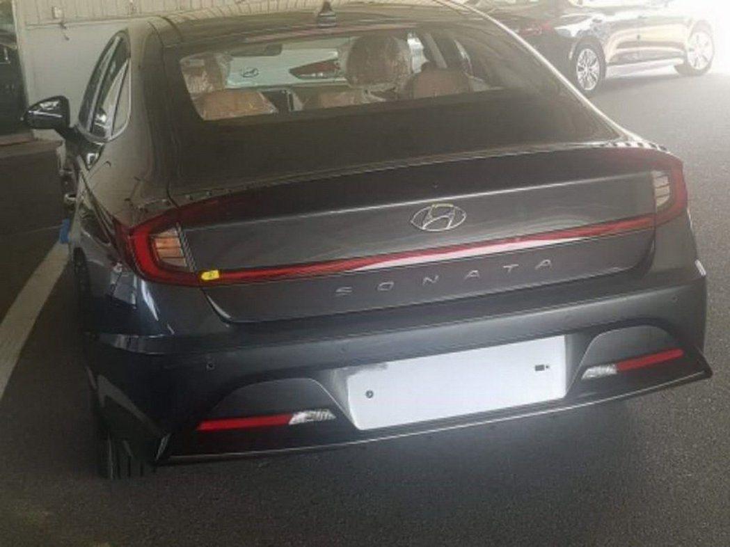 大改款、第八代Hyundai Sonata的無偽裝照,嶄新臉孔相當吸睛。 摘自C...