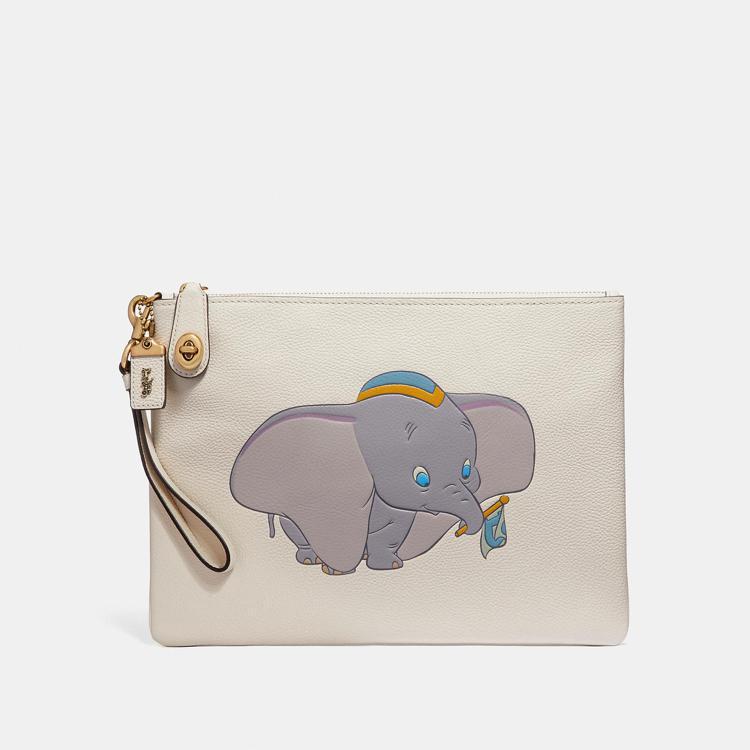 Dumbo手腕包,售價14,800元。圖/COACH提供
