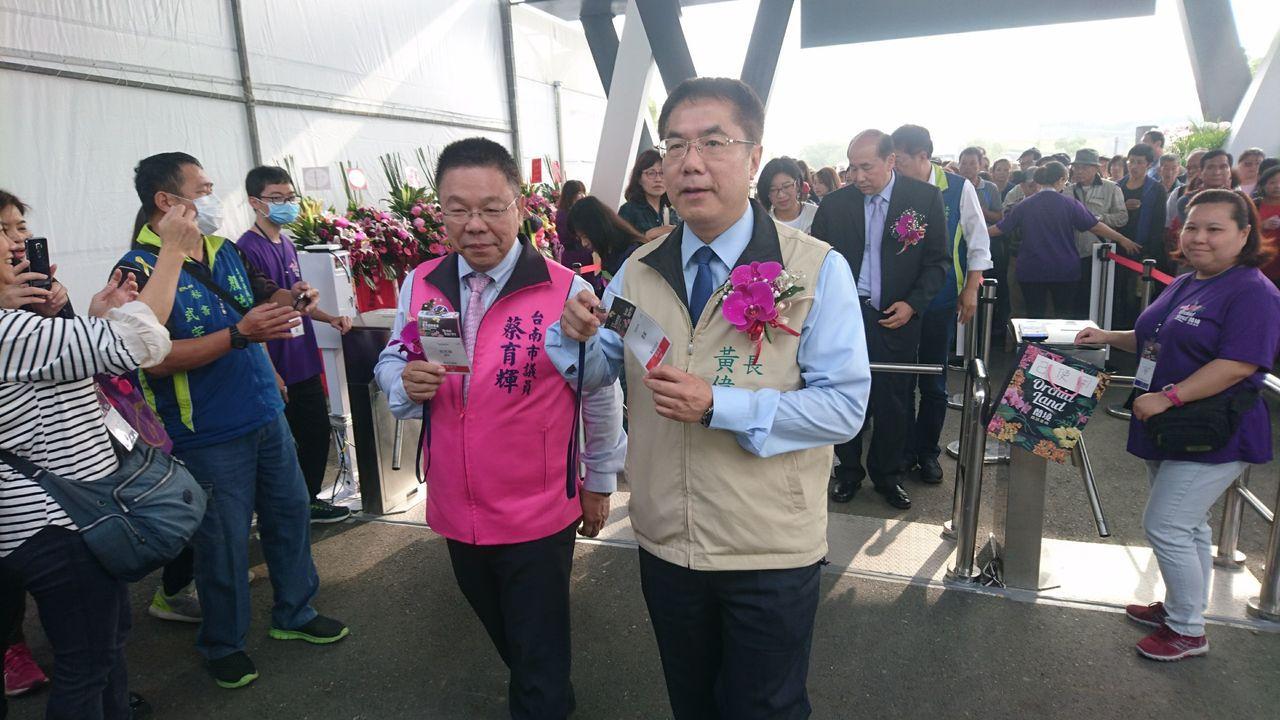 台灣國際蘭展今天開園,市長黃偉哲(右)表示要創造新「蘭」海市場。記者吳淑玲/攝影