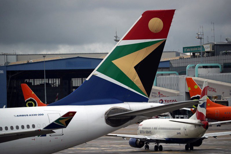 南非航空(SAA)一名飛行員沒有長途國際航班駕駛執照(ATPL),卻飛了20多年。路透