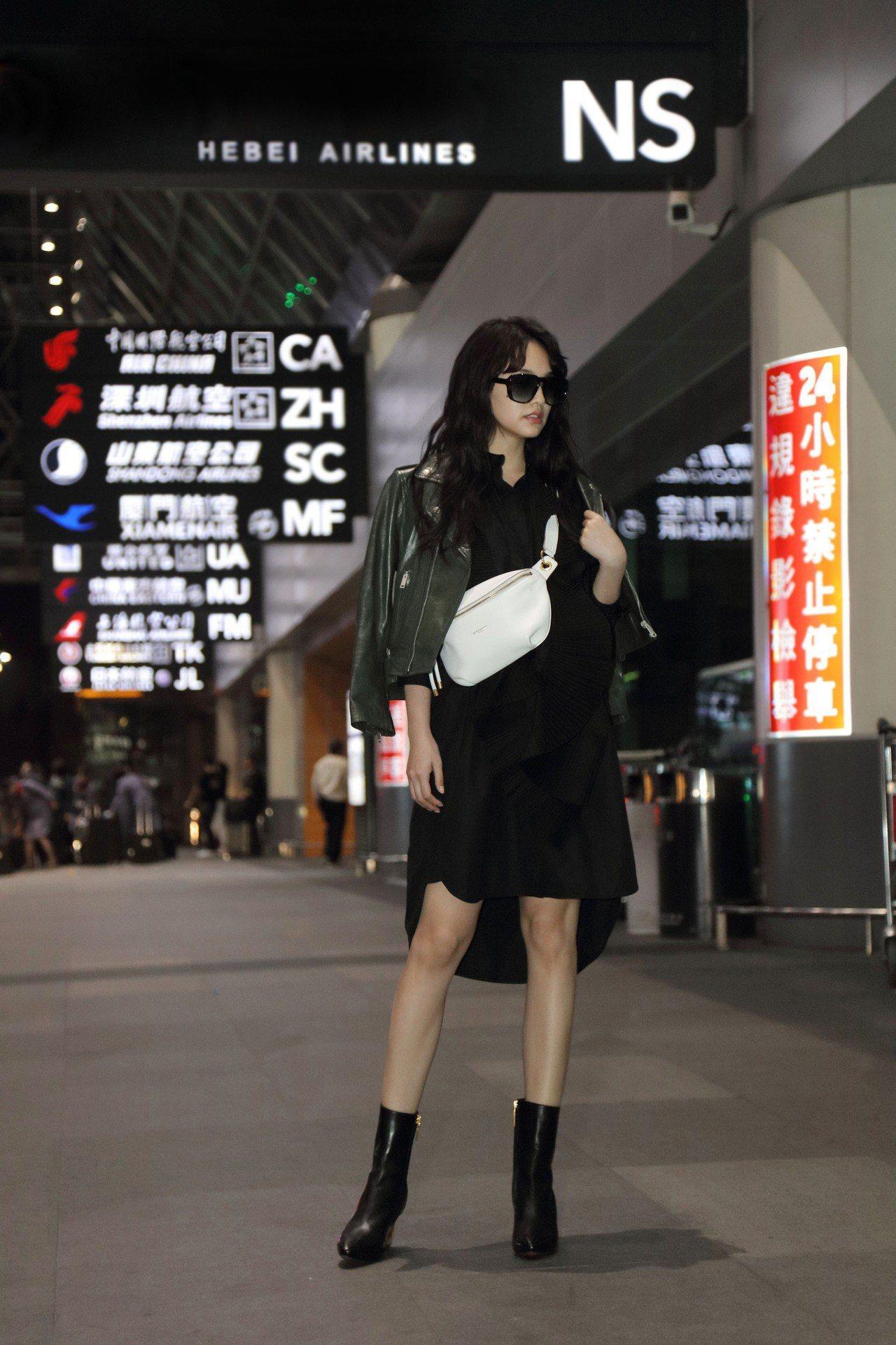 楊丞琳身穿GIVENCHY 2019春夏以鏡子作為靈感的服裝。圖/GIVENCH...