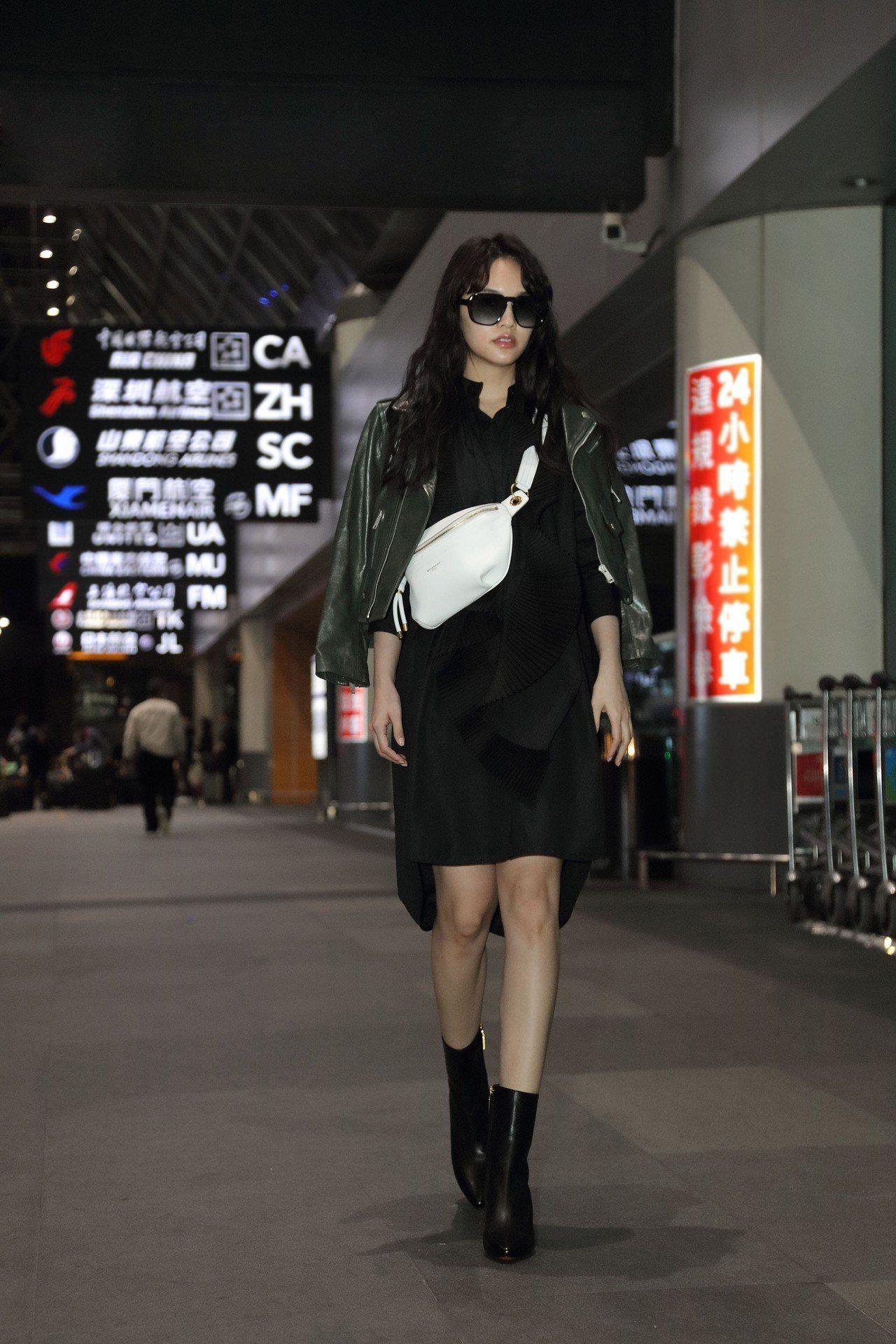 楊丞琳機場時尚以GIVENCHY 2019春夏系列穿搭。圖/GIVENCHY提供
