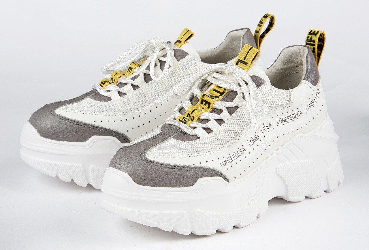 SOGO復興館Bo Derek 撞色復古老爹鞋原價5,280元,特價3,680元...