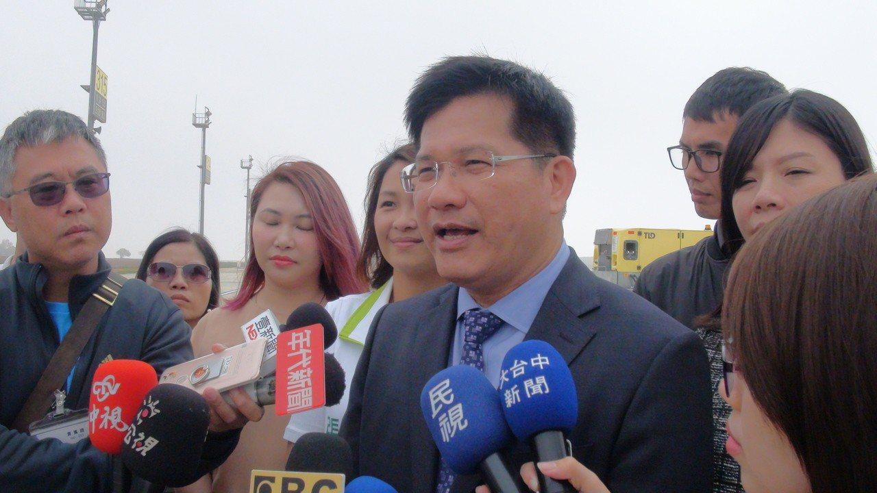 交通部長林佳龍今天表示,「春遊補助」3月初會完整對外宣布,強調「並不是補助減少,...