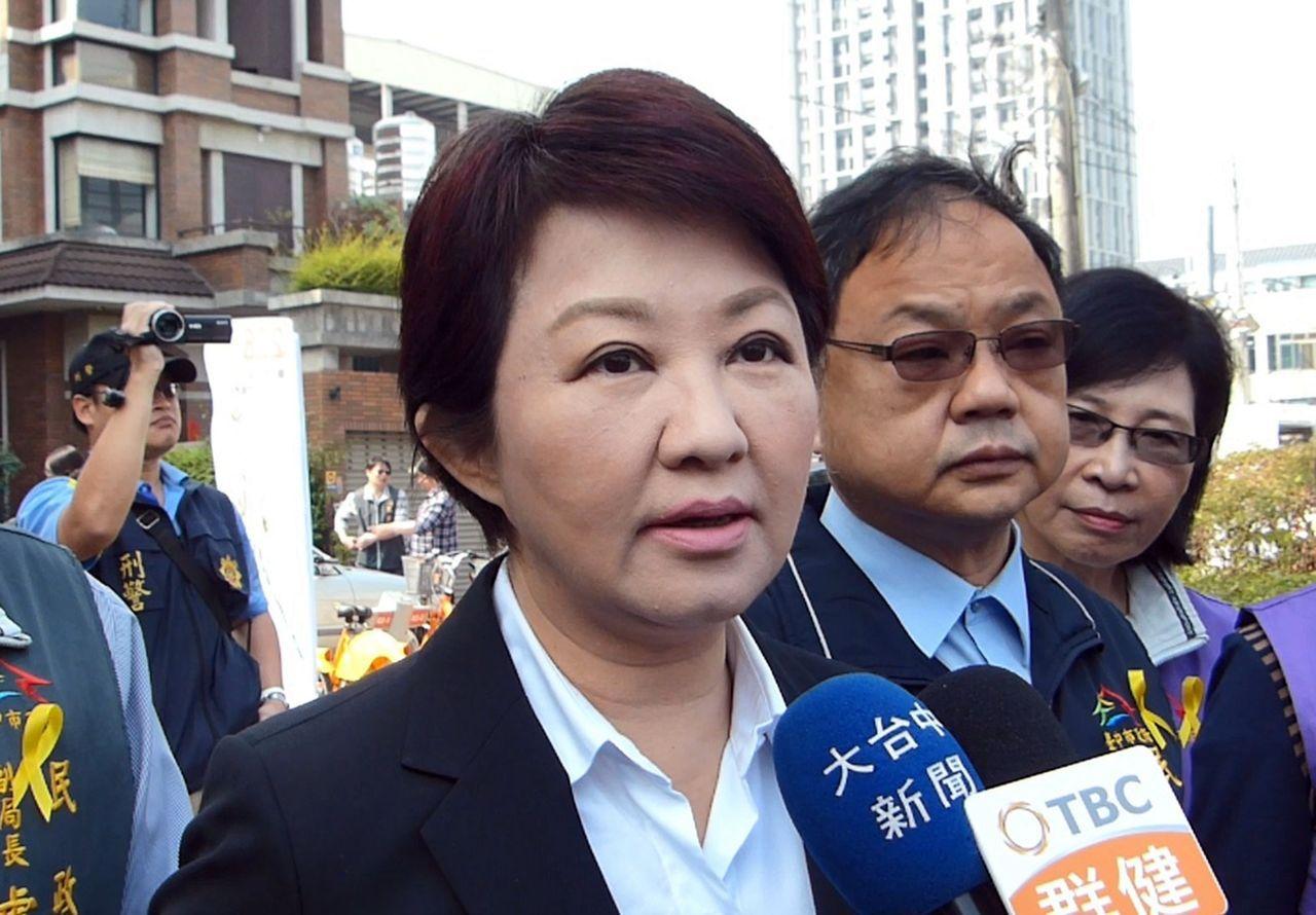 台中市長盧秀燕今天被媒體問及國民黨二階段初選時,她認為,最大的問題是黨內「美女如...