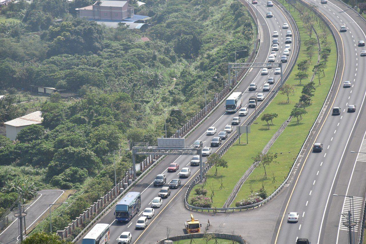 圖為國道5號北返車流。 聯合報系資料照片/記者江婉儀攝影