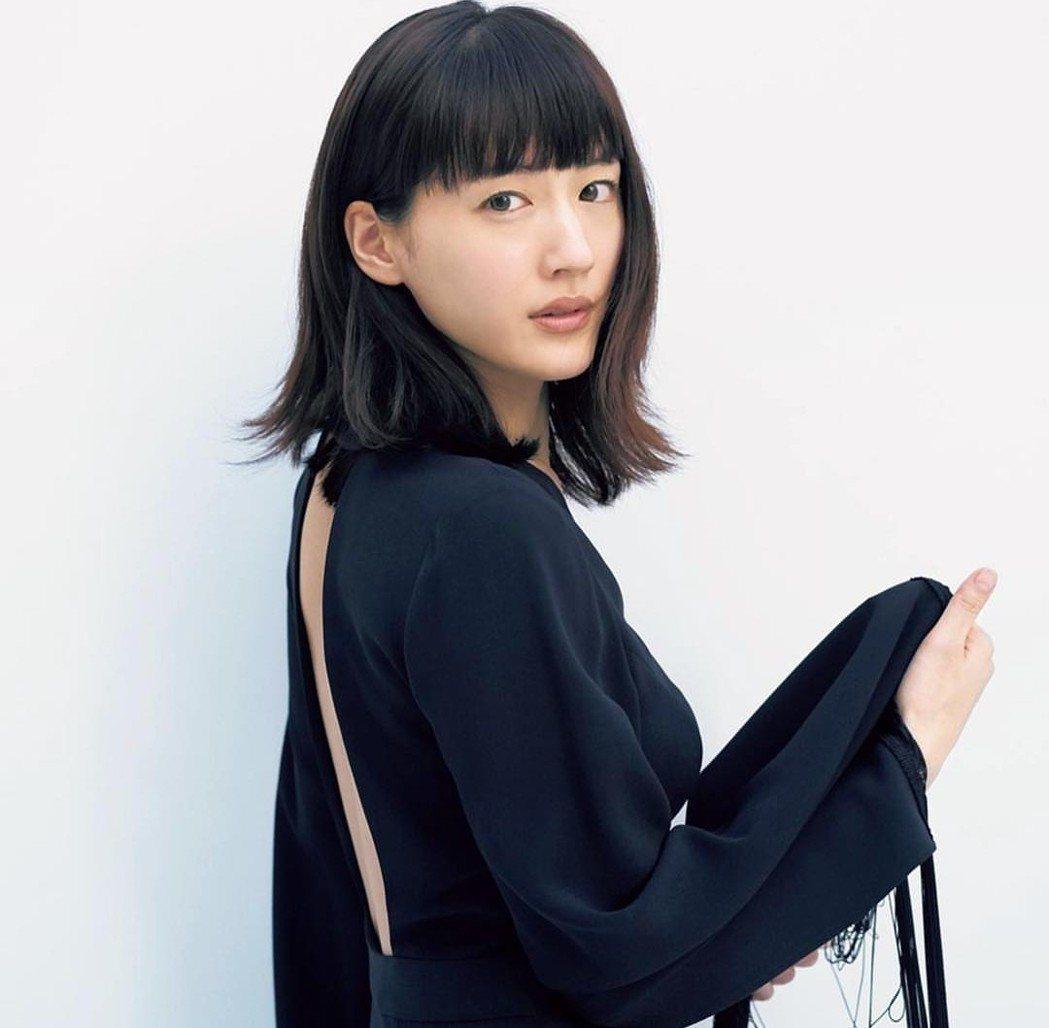 綾瀨遙在台北工作中。圖/摘自IG