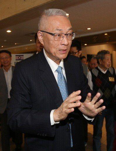 國民黨主席吳敦義2日出席新同盟會團拜,吳敦義受訪時表示為了勝選,保留徵召空間「萬...