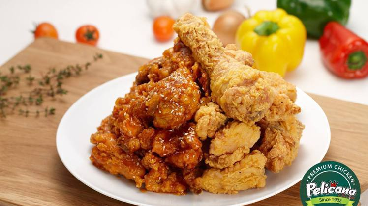 一次可以混搭兩種口味的「半半炸雞」,是百力佳納店內的人氣組合。圖/取自百力佳納韓...