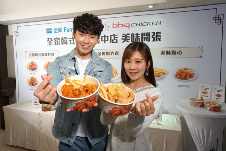 bb.q CHICKEN與全家超商合作的店中店,讓人在超商也可以買到韓國炸雞。記...