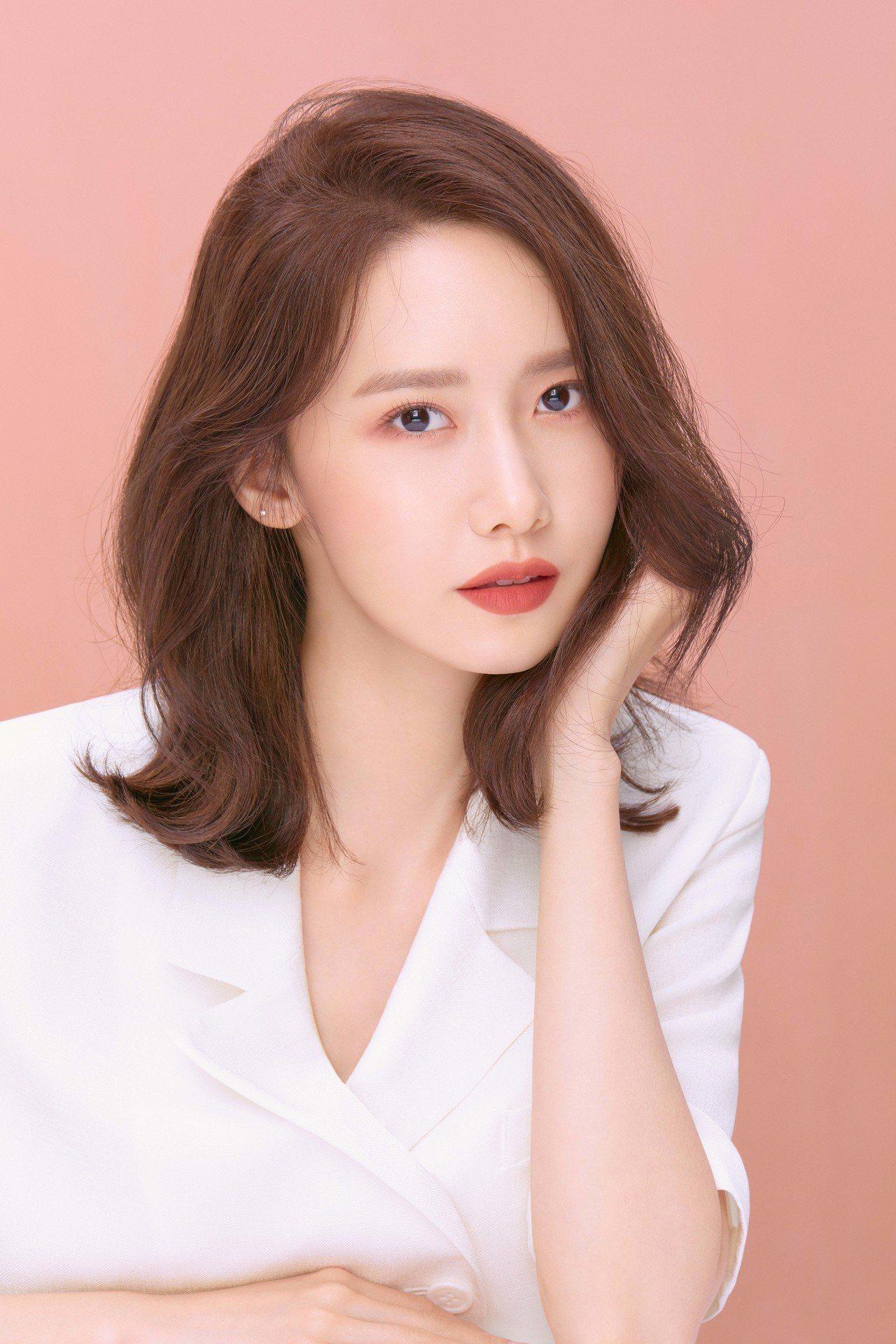 韓國今年春夏最新大勢唇色提出了「鮮榨玫瑰」的概念。圖/innisfree提供