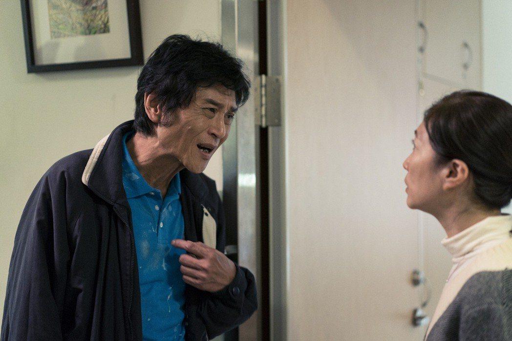 喜翔在「老大人」有極為催淚的演出,與小戽斗演一對父子,讓他想起自己的亡父,圖右為...