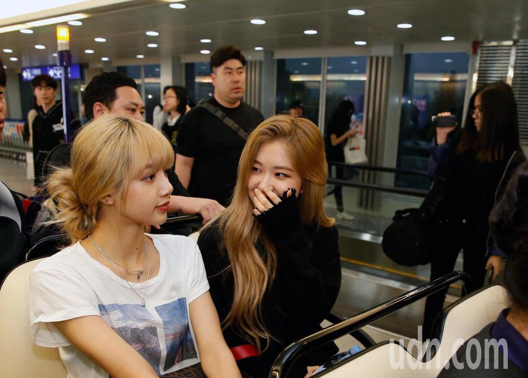 韓國新生代女團「BLACKPINK」傍晚抵台。記者鄭超文/攝影