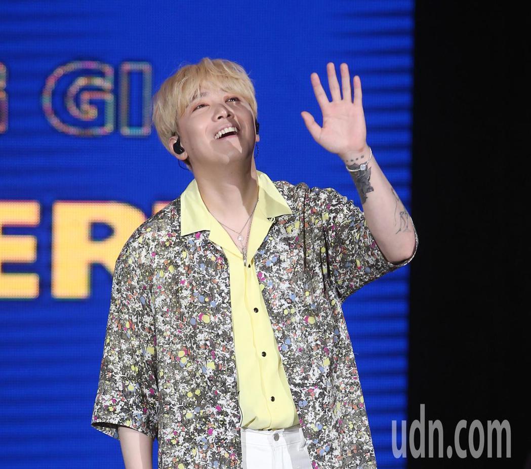 韓國樂團「FTISLAND」主唱李洪基晚間在台北國際會議中心開唱。記者林澔一/攝...