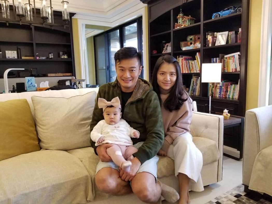 林佑星與老婆、女兒   圖/摘自臉書