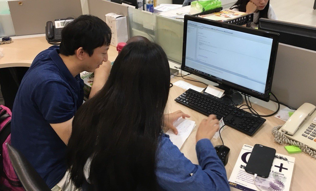 勞動部勞動力發展署推動的青年就業旗艦計畫,補助企業以「先僱用,後訓練」的模式,培...
