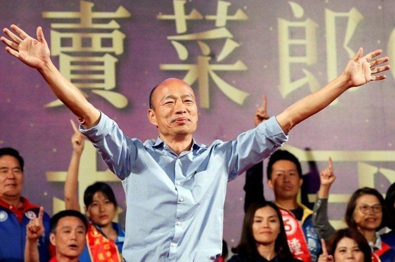 韓國瑜最近所到之處,不少民眾都高喊「選總統」,有的甚至直接喊「總統好」。 圖/聯...