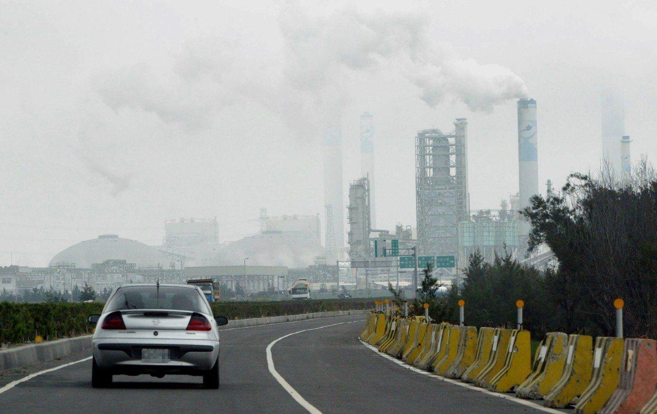 世界經濟論壇公布2019全球風險,前十大風險有六項與氣候變遷息息相關。 聯合報系...