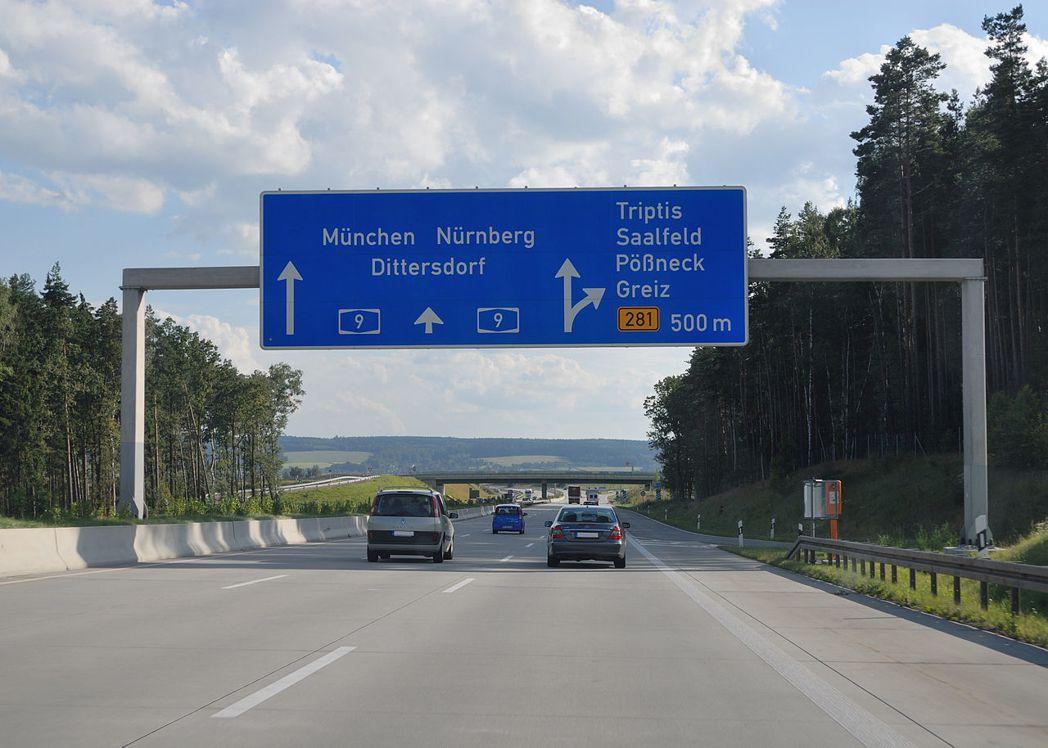 德國政府指派的委員會1月大膽提出在德國名聞全球的高速公路上設速限的構想時,幾乎引...