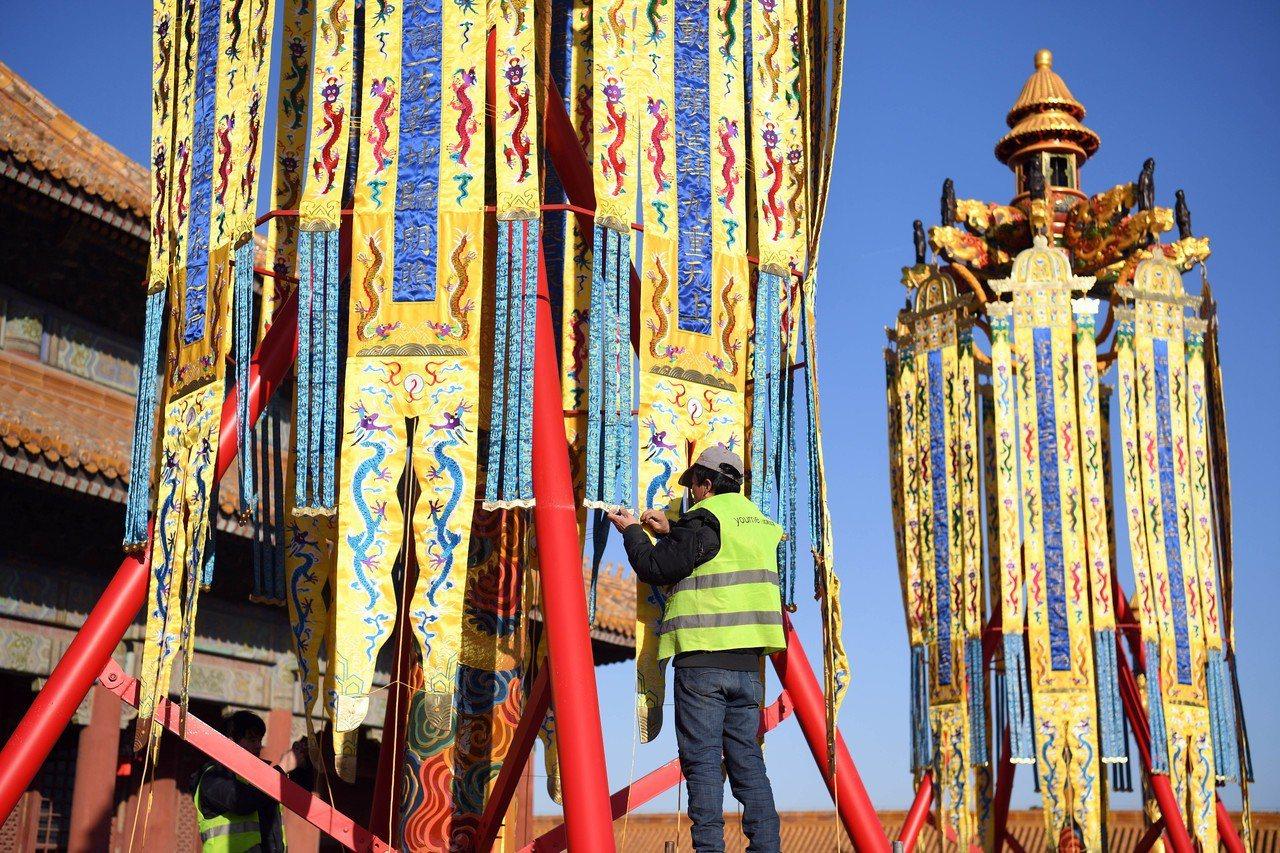北京故宮將拍賣首次復原的天燈、萬壽燈及宮燈。 新華社
