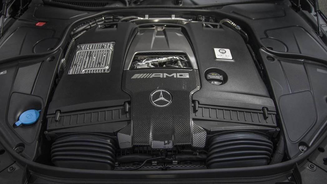 6.0 V12 Biturbo引擎有著621hp/102kgm兇悍實力。 摘自M...