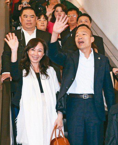 高雄市長韓國瑜參訪返台被問到是否參選總統表示,世上最惡毒的眼神,就是兩個美女在看...