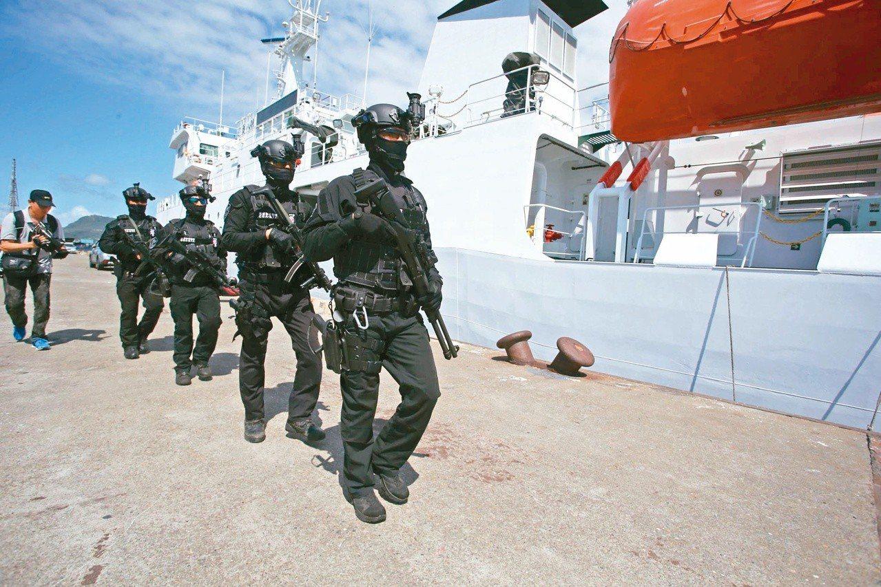 遠洋漁船穩鵬號在印度洋海域遭劫船殺人,海巡署派出特勤人員跨國緝凶。圖/報系資料照