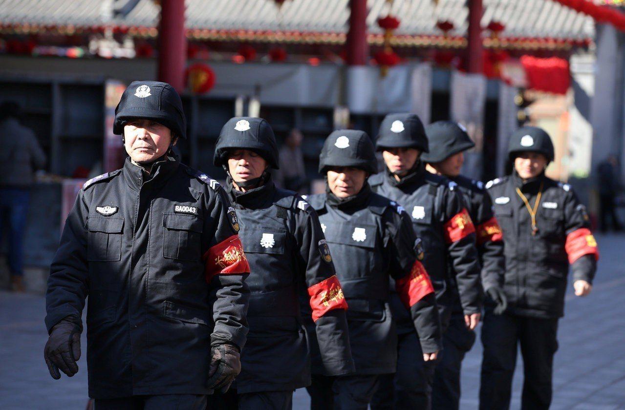 美媒報導認為中共維穩監控更嚴厲。圖/路透