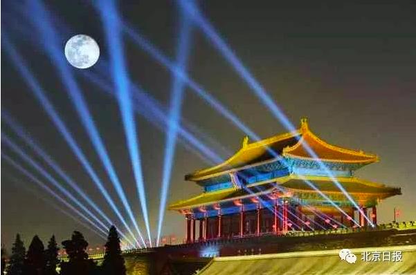 北京故宮歡慶元宵舉行「紫禁城上元之夜」,舉行開館94年來首次夜場燈光秀。圖/翻攝...