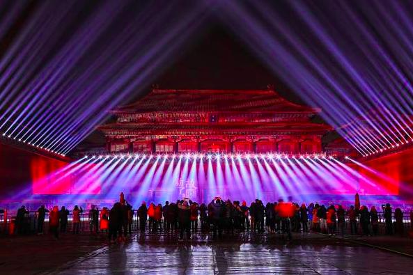北京故宮上演「紫禁城上元之夜」元宵節文化活動,600歲的紫禁城古建築群第一次在晚...