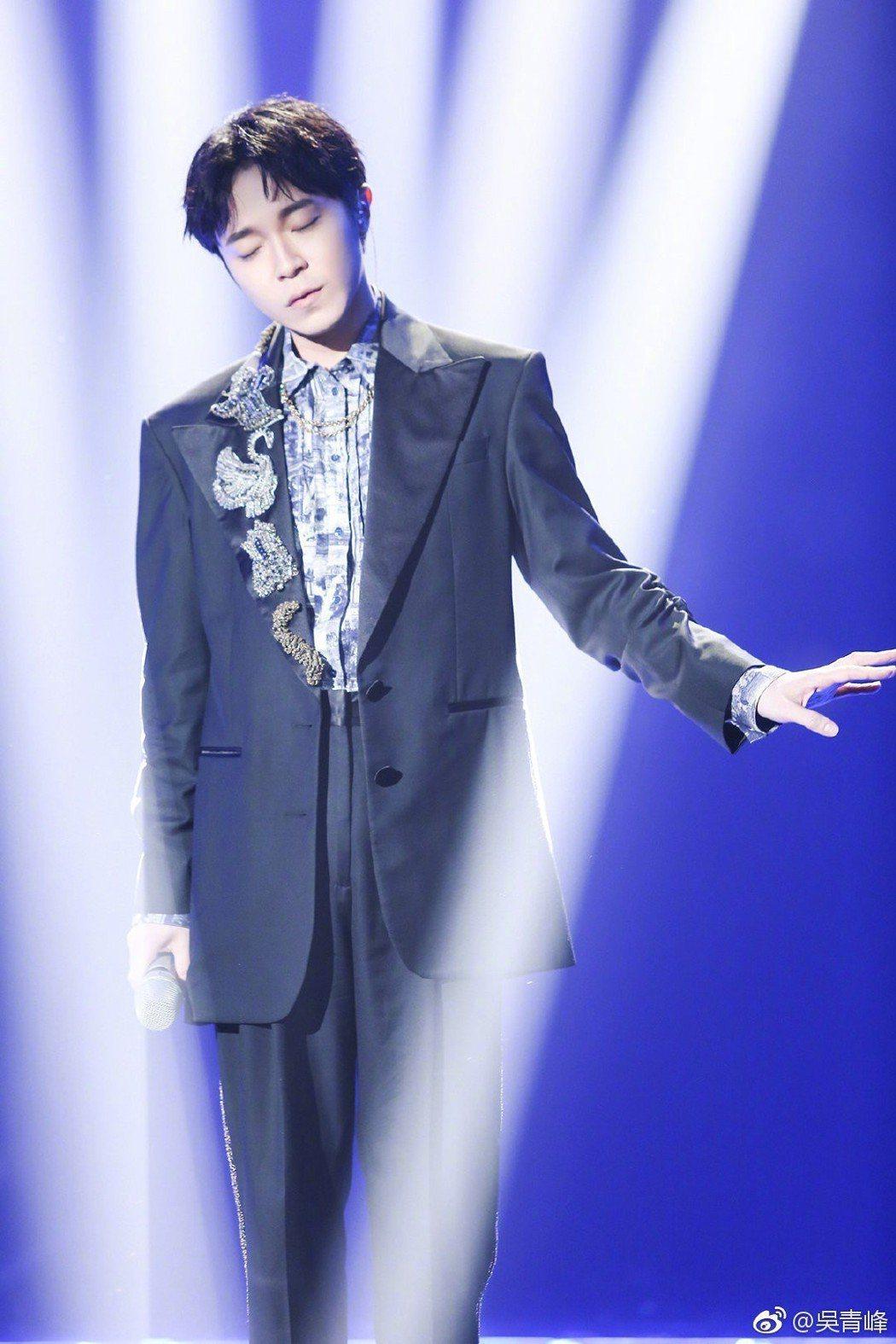 吳青峰在「歌手」2019表現亮眼。圖/摘自微博