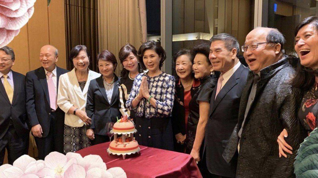 台中花博親善大使白嘉莉今年生日時,台中市前巿長胡志強幫她慶生。圖/胡志強臉書