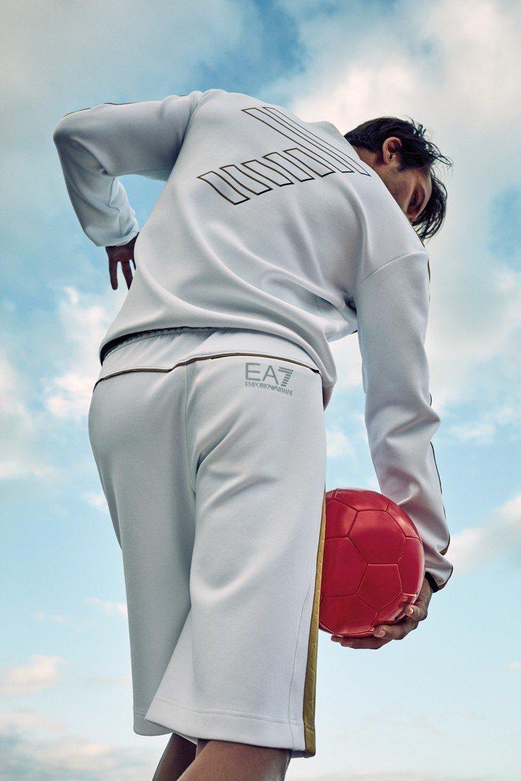 EA7 Emporio Armani春夏系列,在運動服、T恤、長褲及運動鞋上或以...