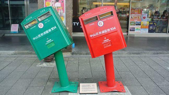 台北歪腰郵筒。圖/中華郵政提供