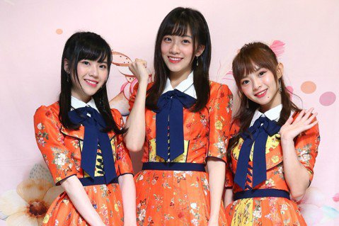 歷經重重阻礙,女團「AKB48 Team TP」去年推出單曲,日前舉行見面會,隊長陳詩雅與成員冼(讀音ㄒㄧㄢˇ)迪琦、邱品涵的人氣分居前3名,身為團內第二年長的陳詩雅以諧星形象深得粉絲喜愛,是否擔心...