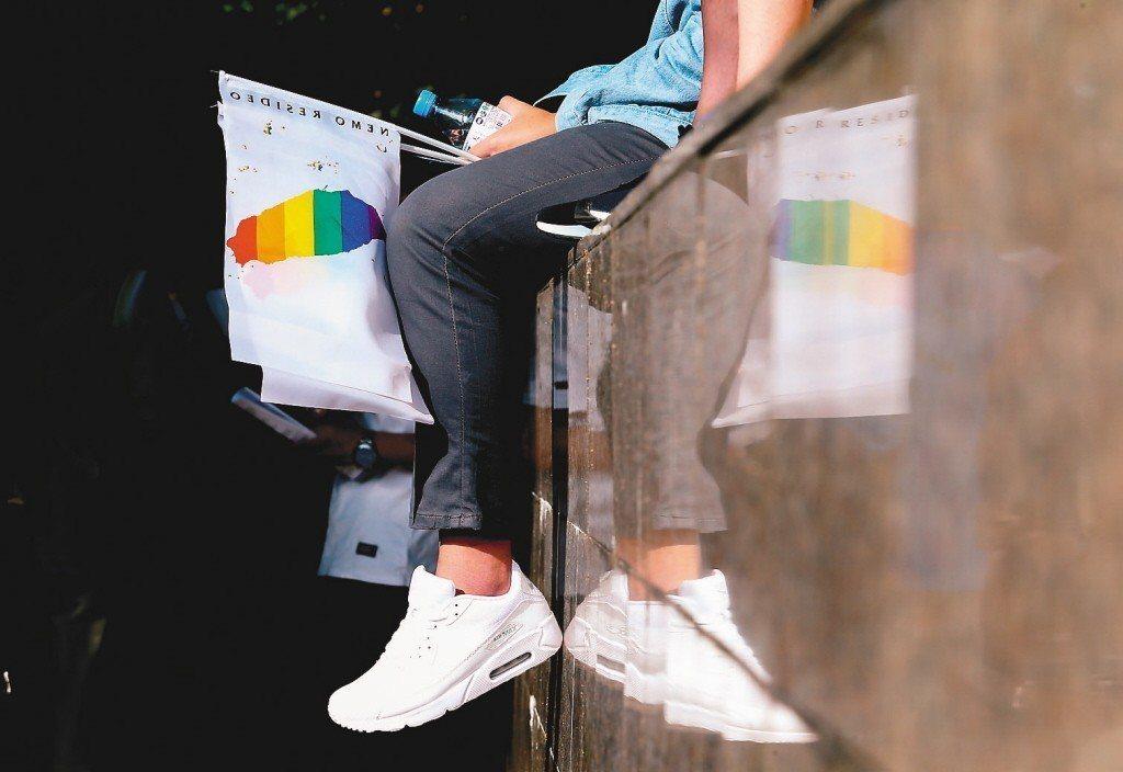 行政院推出同性婚姻專法「司法院釋字第748號解釋施行法」草案,日前經表決後逕付二...