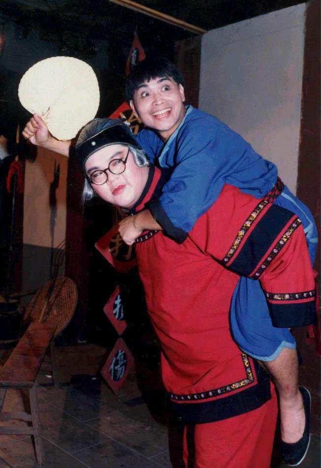 余邦(左)與沈文程當年演出短劇。圖/本報資料照片