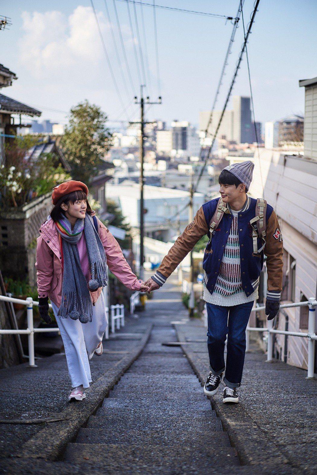 張庭瑚(右)、王淨到日本拍戲,畫面浪漫。圖/東森提供