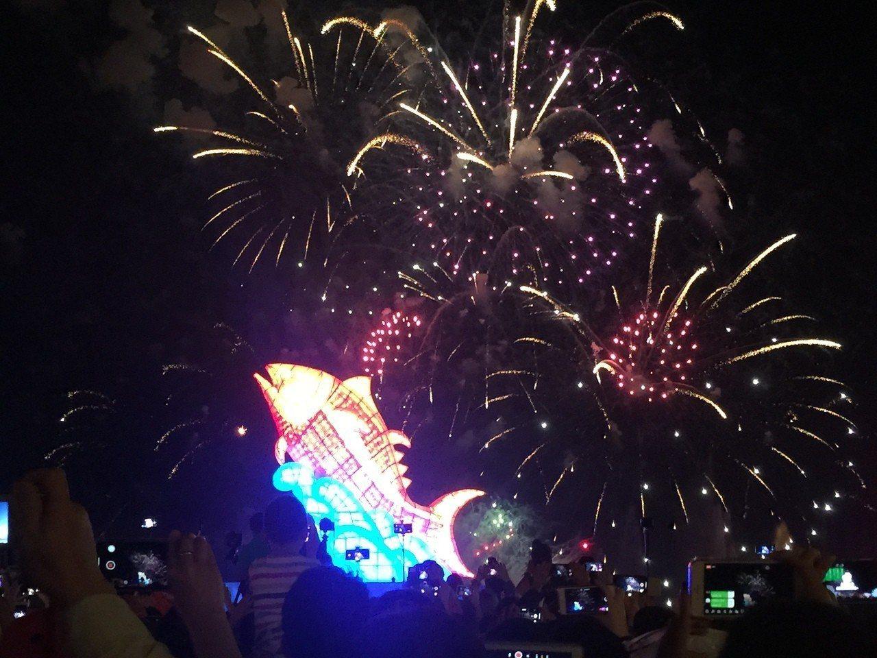 台灣燈會今晚在6分鐘煙火秀中劃下句點。記者翁禎霞/攝影