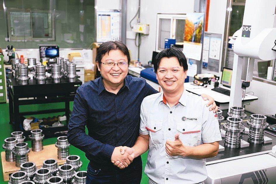釸達精密公司董事長李智偉(右)與豪力輝公司協理黃士瀅,秉持1+1大於2的研發精神...