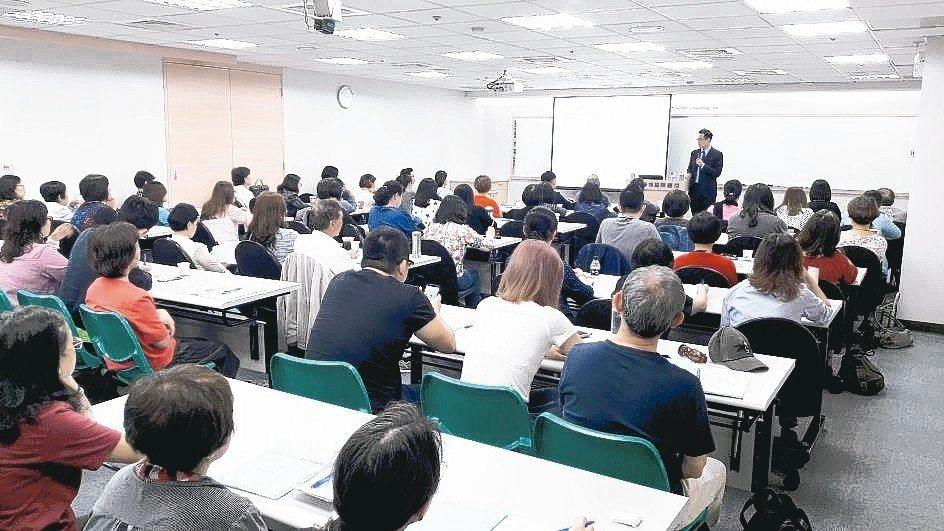 近年全球反避稅議題下,精博開辦的稅務相關課程都吸引許多學員踴躍參與。 精博/提供