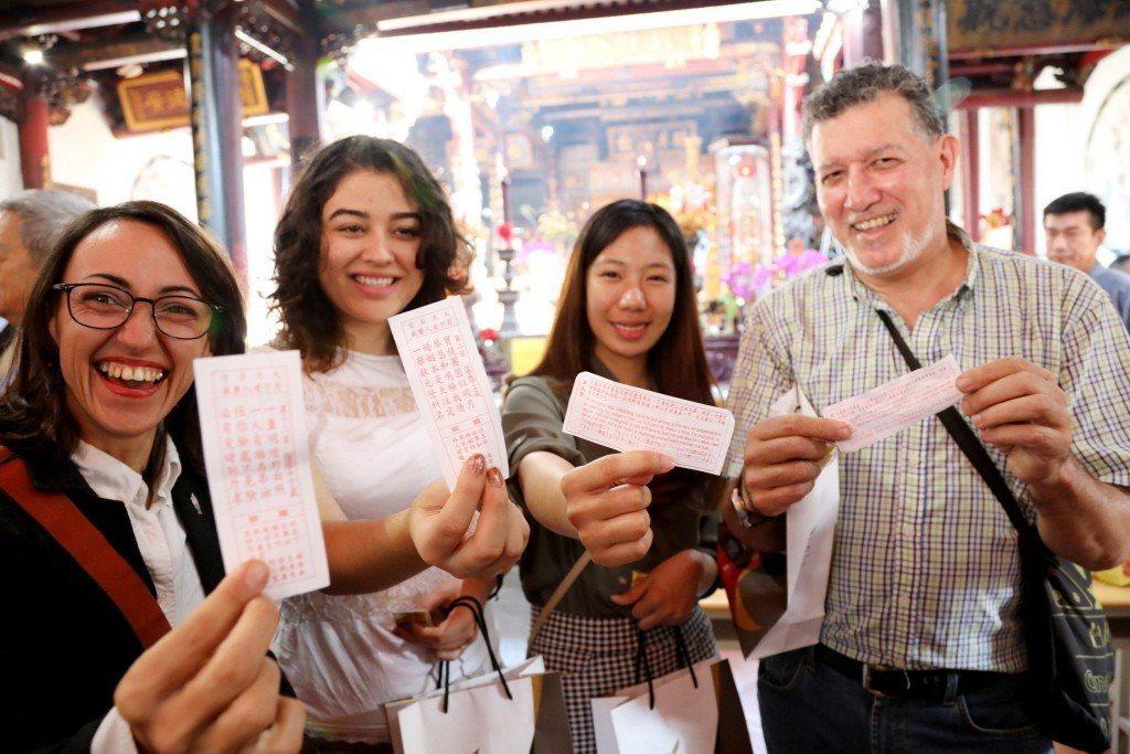 台南推雙語,寺廟、夜市、計乘車等都提供友善英語服務,讓外國人也能賓至如歸。 台南...