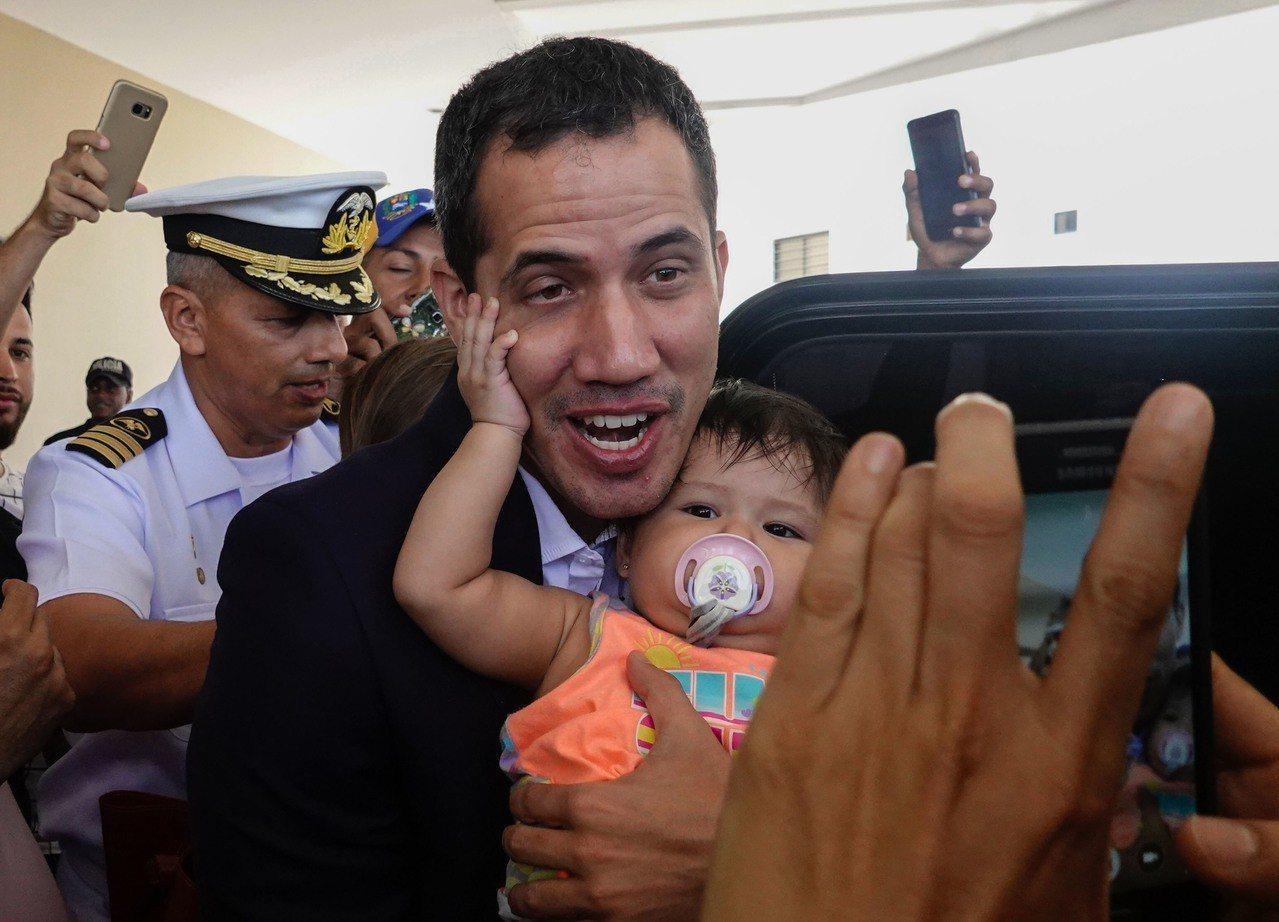 委內瑞拉反對派領袖瓜伊多表示,明天他將返國,領導新一波反抗總統馬杜洛的抗議活動。...