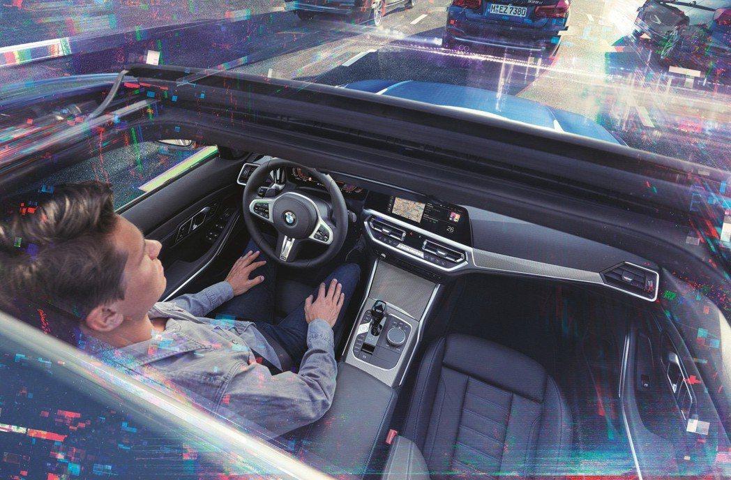 全新世代BMW 3系列搭載最新世代BMW Personal CoPilot智慧駕駛輔助科技含倒車輔助系統(Reversing Assistant)。 圖/汎德提供