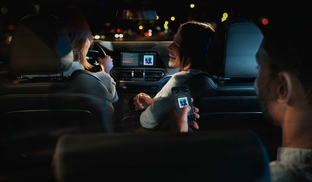 全新世代BMW 3系列配備領先同級無線Apple CarPlay。 圖/汎德提供